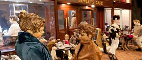 Sculptor Paddy Campbell's Christmas Street Exhibition